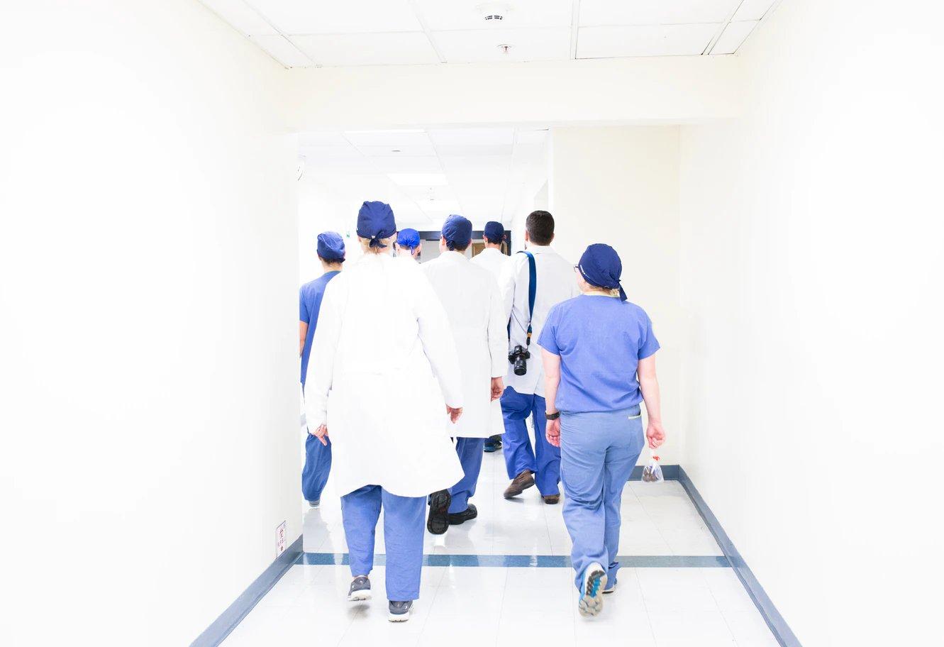 Sanità pubblica – Se vogliamo assumere più medici bisogna semplificare il sistema