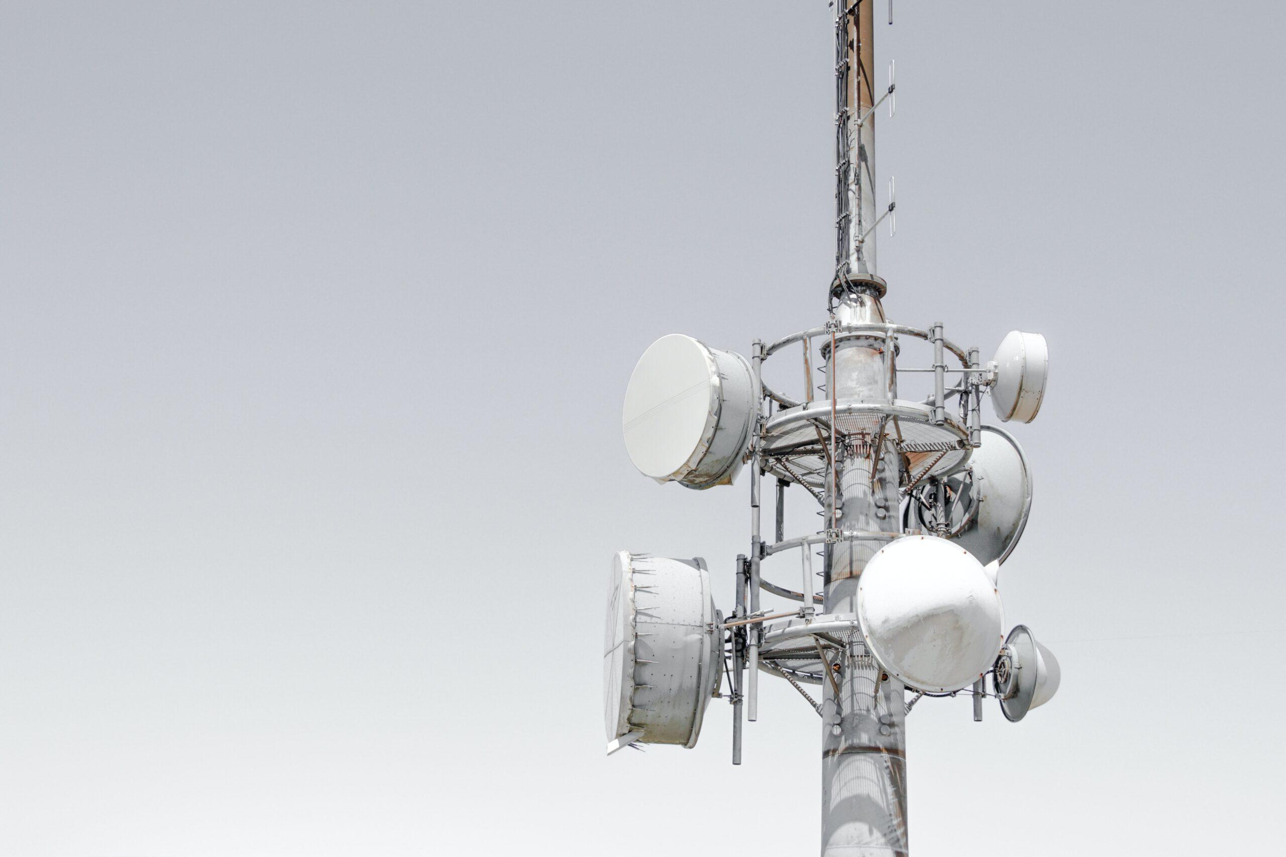 Tim e Open Fiber litigano, ma il vero problema del digitale non è la rete unica